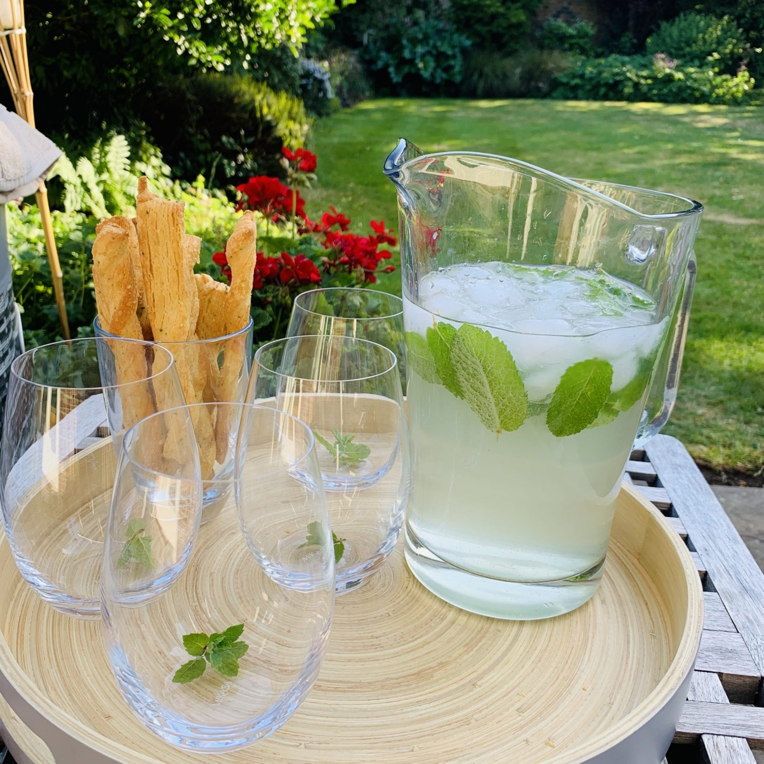 You are currently viewing Recipe of the Month – June – Elderflower Rum Fizz